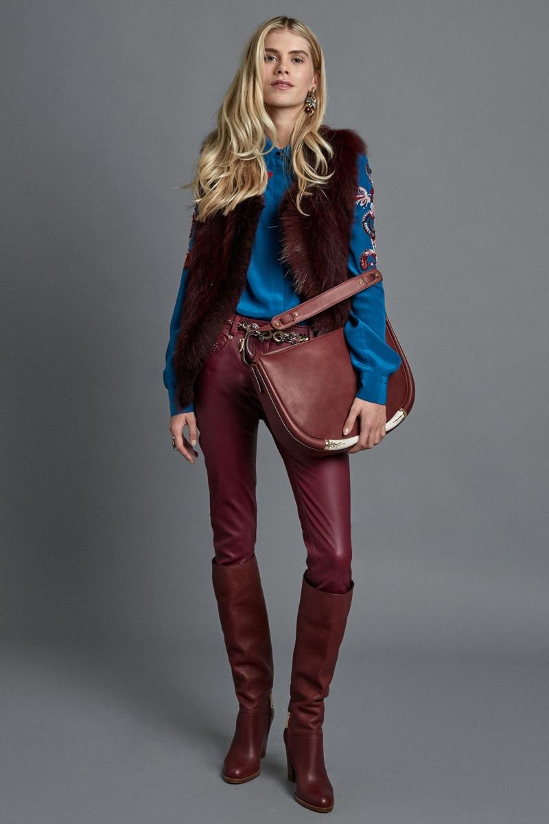 как носить кожаные брюки зимой с жилеткой теплой