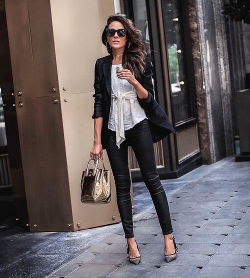 как носить Черные кожаные брюки с рубашкой