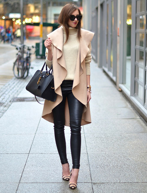 как носить Черные кожаные брюки с пальто
