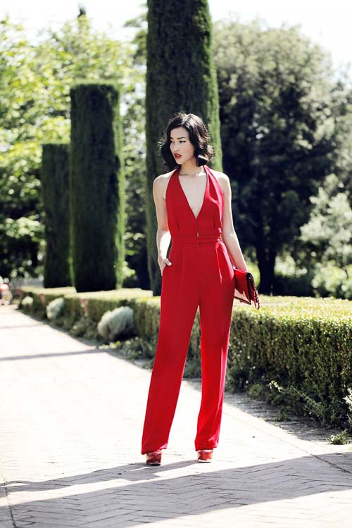 красный комбинезон с чем носить