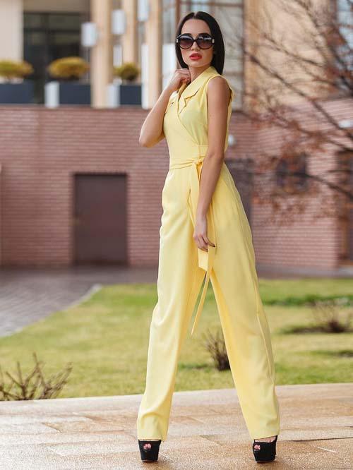 желтый комбинезон с чем носить