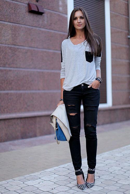С чем носить черные рваные джинсы с серым свитером