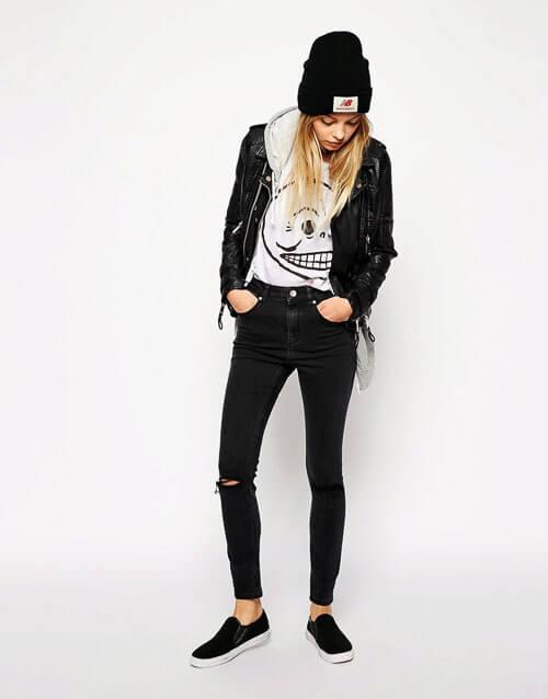 С чем носить черные рваные джинсы со слипонами