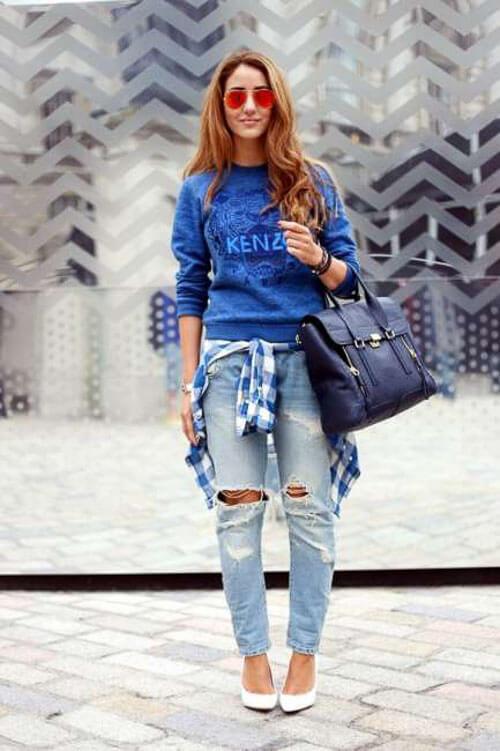 Рваные голубые джинсы со свитером kenzo