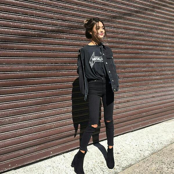 черная джинсовая куртка с майкой