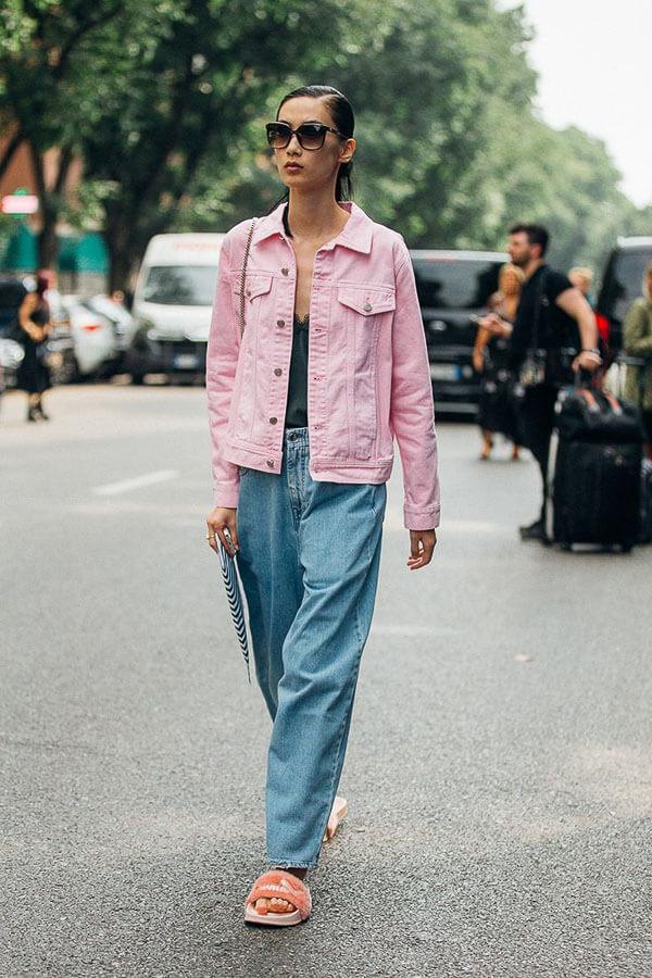 джинсовая куртка розовая с широкими джинсами
