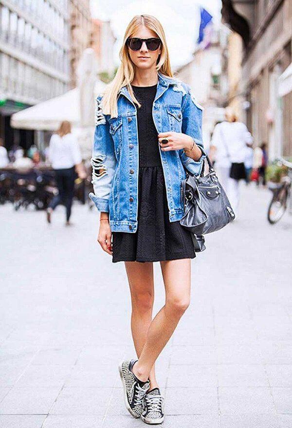 джинсовая куртка с черным платьем