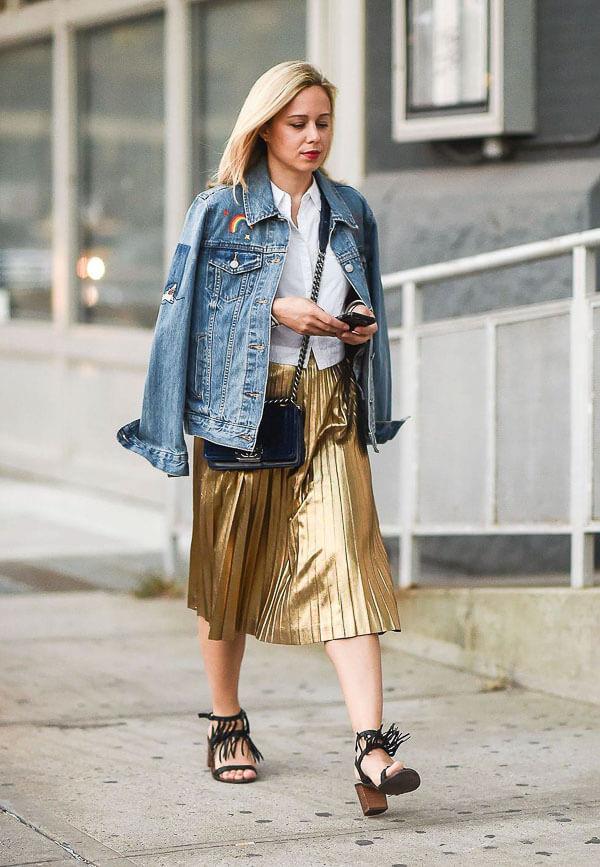 джинсовая куртка с золотой юбкой плиссе