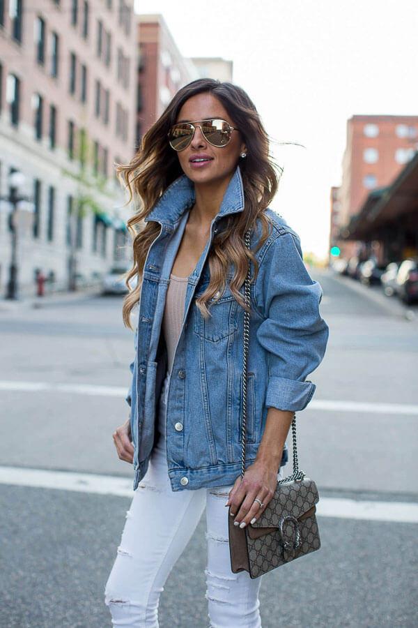 джинсовая куртка удлиненная с белыми джинсами