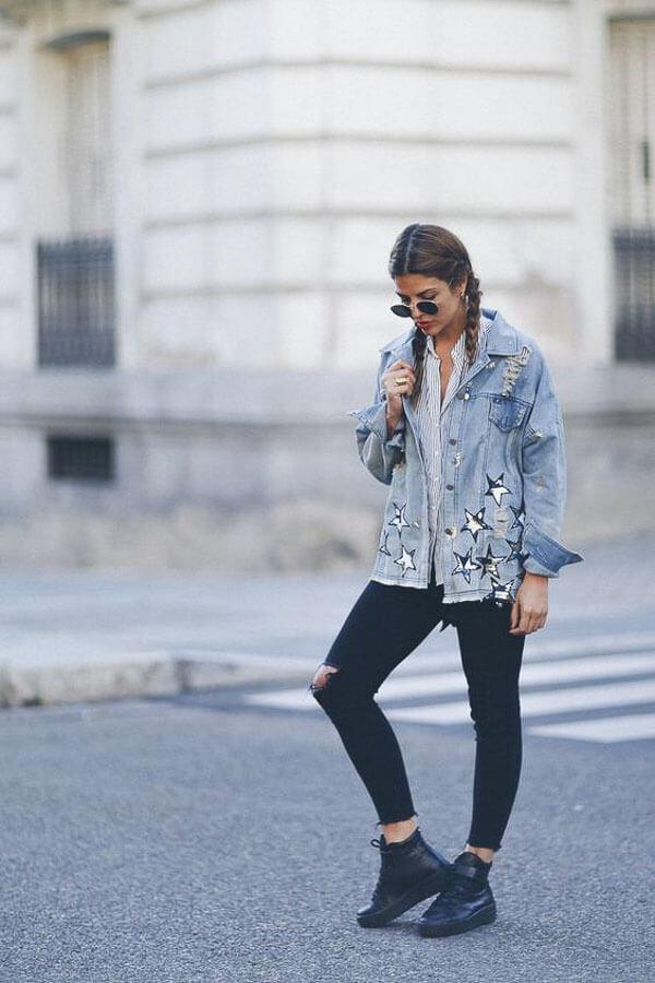 джинсовая куртка удлиненная с ботинками
