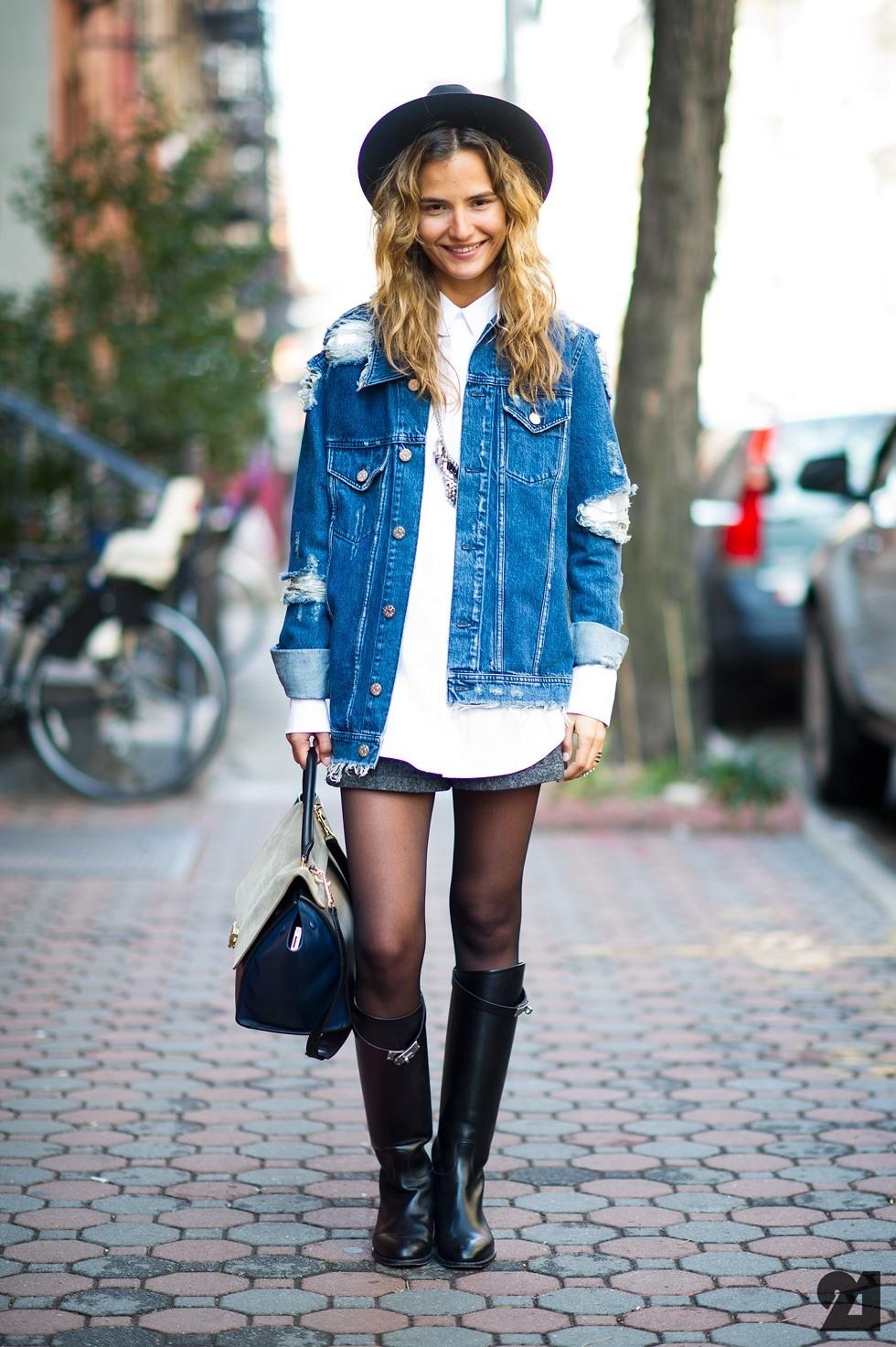 джинсовая куртка удлиненная с белой рубашкой