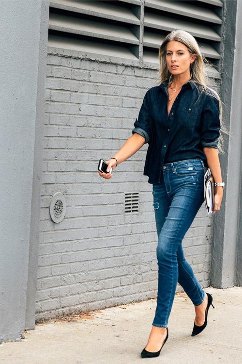 С чем носить черную джинсовую рубашку и джинсы