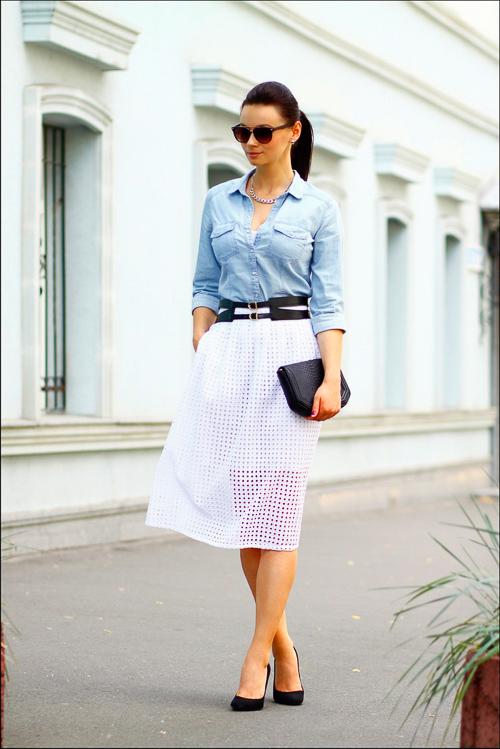 джинсовая рубашка с белой воздушной юбкой