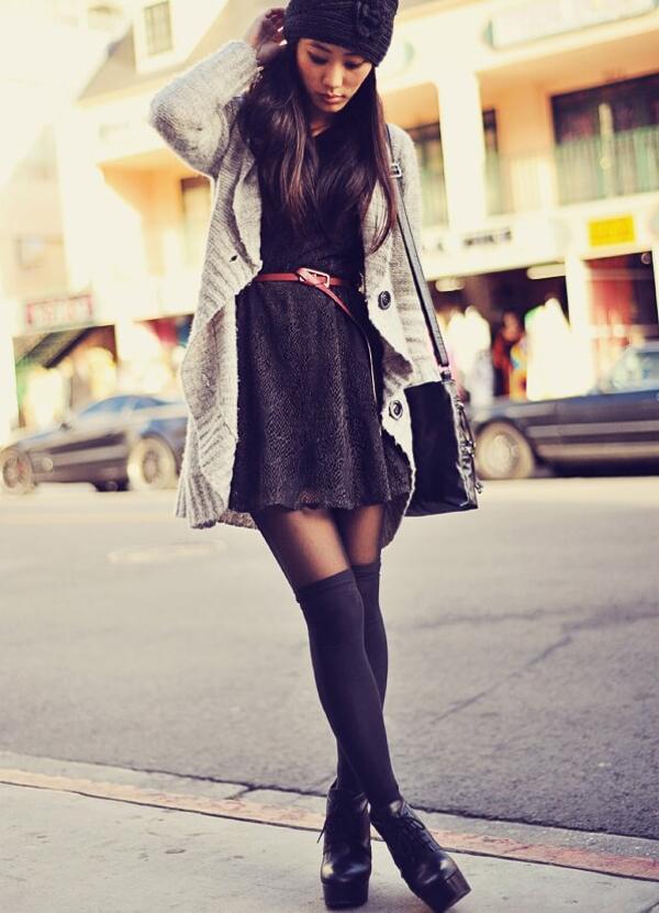гетры с серым свитером и ботинками