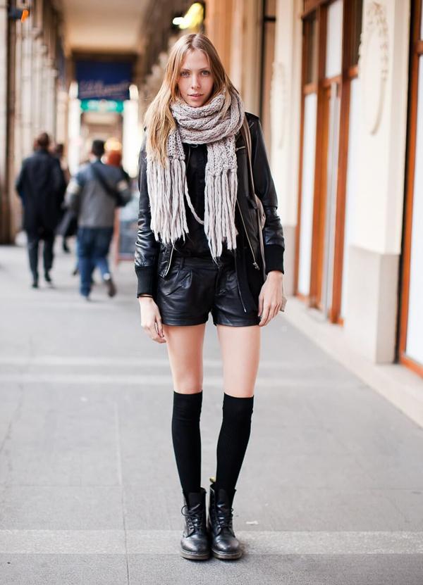 гетры с кожеными шортами и ботинками
