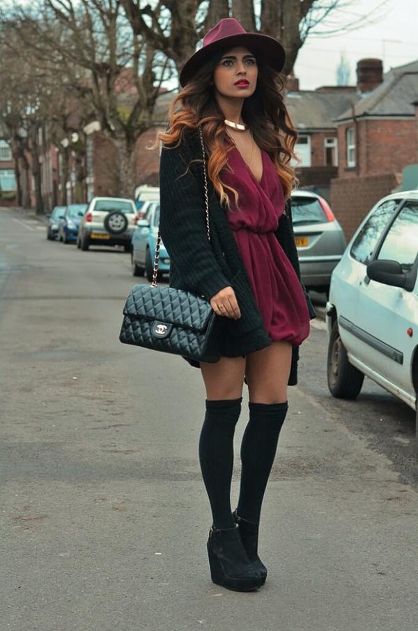 гетры с ботинками и бордовым платьем