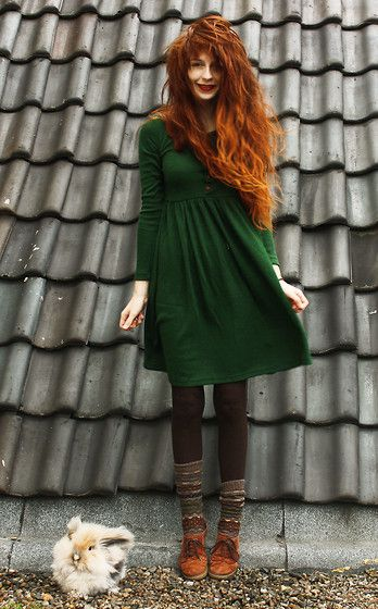 черные гетры с зеленым платьем