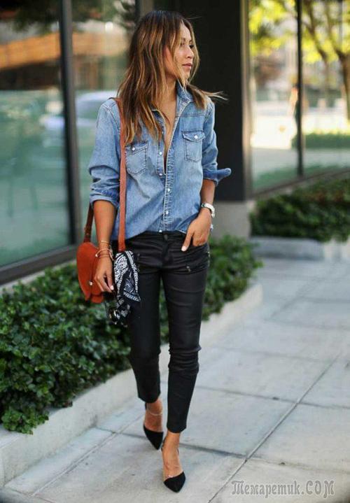 голубая джинсовая рубашка с джинсами
