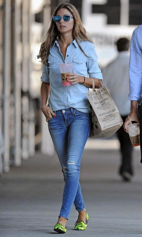 голубая джинсовая рубашка с джинсами сочетание