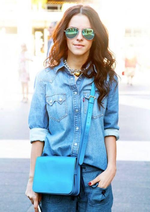как носить голубую джинсовую рубашку с джинсами