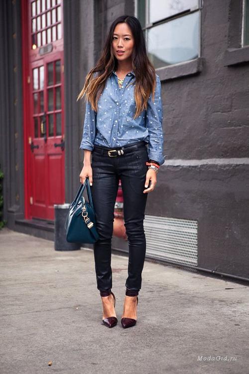 голубая джинсовая рубашка с джинсами стиль