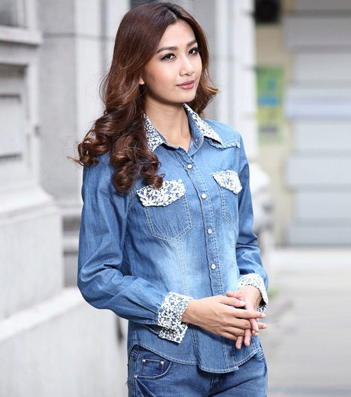 Джинсовая рубашка с кружевами