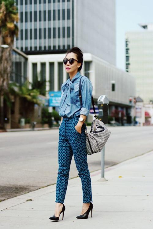 джинсовая рубашка с брюками