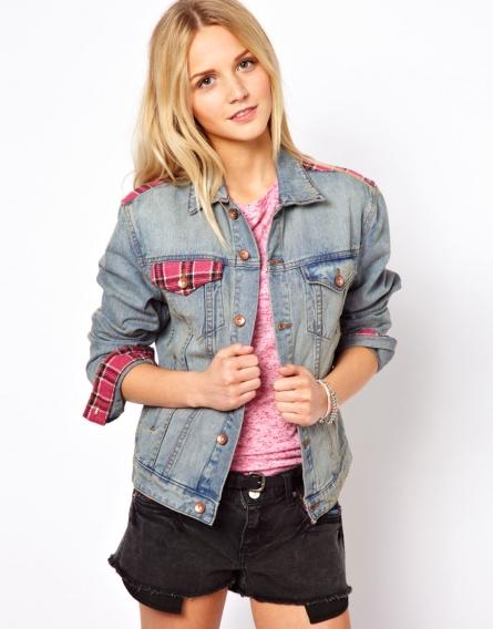 С чем носить джинсовую рубашку с розовыми вставками