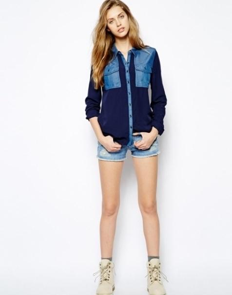С чем носить джинсовую рубашку с синими вставками