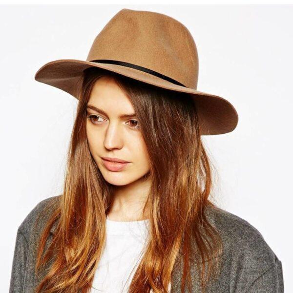 бежевая шляпа федора