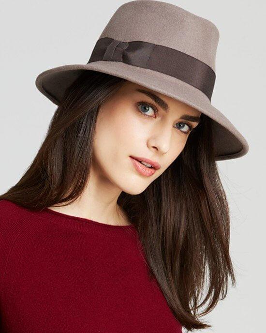 шляпа фелора с красным свитером