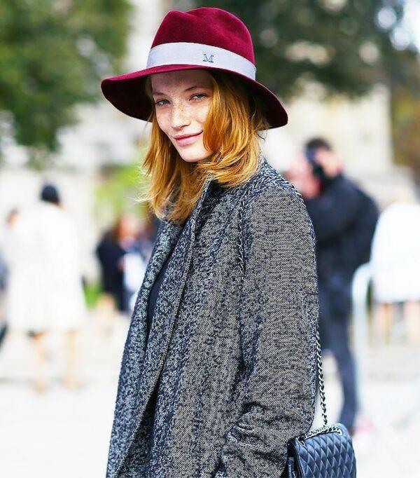 с чем носить шляпу федора фетр красный с серым пальто