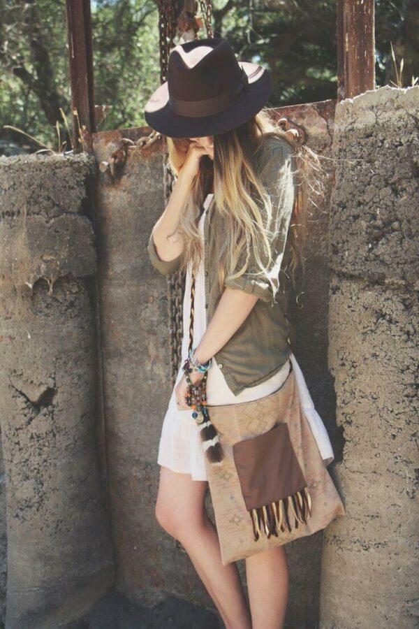 с чем носить шляпу федора с белым платьем