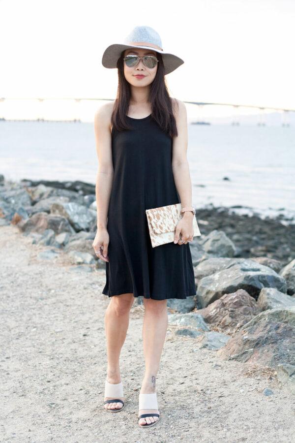 с чем носить шляпу федора с черным платьем на море