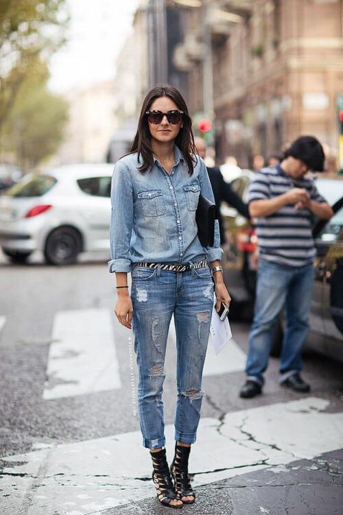 Укороченные рваные джинсы с джинсовой рубашкой